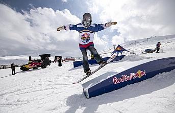 Snowboard tutkunları için Red Bull Athlete Zone...