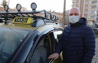 Taksi şoföründen koronavirüse koruma kabinli önlem
