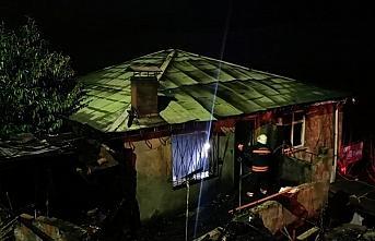 Trabzon'da evde çıkan yangında yaşlı çift hayatını...