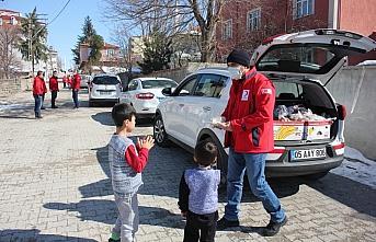 Türk Kızılay Suluova ilçesinde simit dağıttı