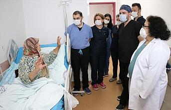 Zonguldak'ta 3,5 saatlik operasyonla boynundaki kitle alınan guatr hastası oksijen tüpünden kurtuldu