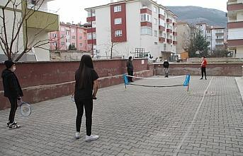 Amasya'da çocuklar için mahalle aralarına mini tenis kortları kuruluyor