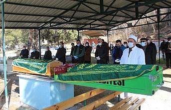Amasya'da yaşlı çift aynı gün koronavirüs...