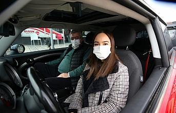 Bıraktığı sigaranın parasıyla kızının otomobil...
