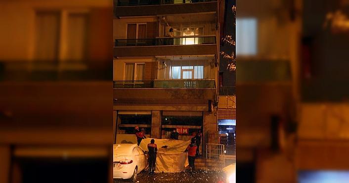 Bolu'da kendisini eve kilitlediği öne sürülen kadın, balkondan giren polis ekiplerince dışarı çıkarıldı