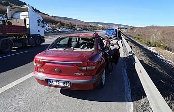 Bolu'da otomobil tıra çarptı: 1 yaralı