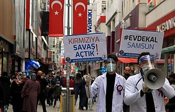 Çok yüksek riskli Samsun'da tıp öğrencileri, pankartlarla vatandaşlara Kovid-19 uyarısı yaptı