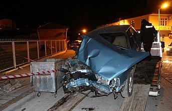 Samsun'da aydınlatma direğine çarpan otomobilin sürücüsü yaralandı