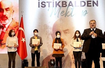 İstiklal Şairimize İstikbalden Mektup Yarışmasında dereceye girenlere ödülleri takdim edildi