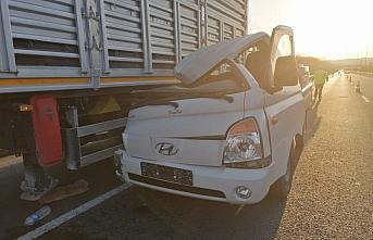 Ordu'da kamyon ile kamyonetin çarpıştığı kazada 3 kişi yaralandı