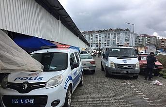 Samsun'da Kovid-19 testi pozitif olan kişi pazarda satış yaparken yakalandı