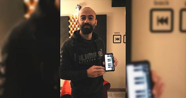 Samsun'da müzik öğretmeni öğrencilerine sanal...