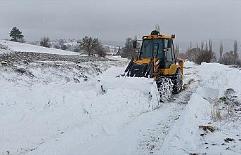 Amasya'da kar nedeniyle yolu kapanan köydeki diyaliz...
