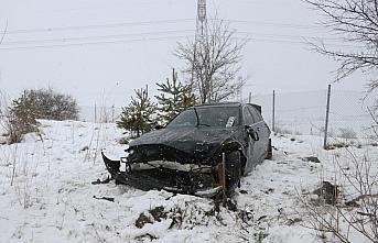 Anadolu Otoyolu'nun Bolu kesiminde otomobil bariyerlere çarptı: 3 yaralı