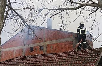 Bolu'da iki katlı evde çıkan yangında hasar meydana geldi
