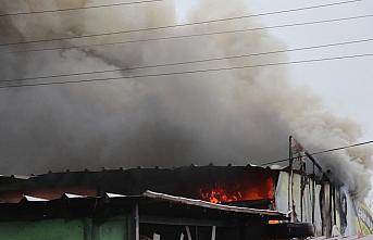 Bolu'da sanayi sitesindeki iş yerinde çıkan yangın...