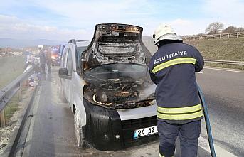 Bolu'da seyir halindeyken yanan araçta maddi hasar...