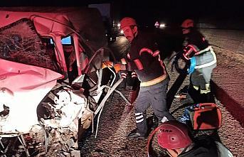 Çorum'da iki otomobilin çarpıştığı kazada 2 kişi öldü