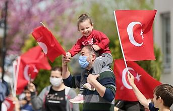 Düzce Belediyesinin bandosu, çocuklara 23 Nisan...