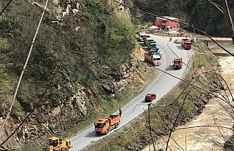 Giresun'da Bulancak-Kovanlık kara yolu heyelan nedeniyle...