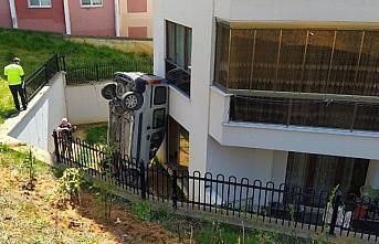 GÜNCELLEME - Düzce'de hafif ticari araç evin bahçesine devrildi: 1 ölü, 1 yaralı