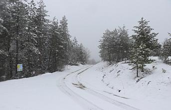 Karabük'ün yüksek kesimlerinde kar yağışı etkili...