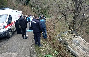 Kastamonu'da hafif ticari araç şarampole devrildi:...