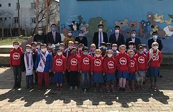 Sevdamız Samsun Platformu 100 çocuğa ayakkabı ve kıyafet hediye etti