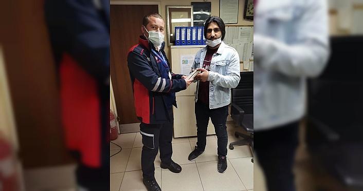 Samsun'da tramvayda bulunan para dolu cüzdan sahibine ulaştırıldı