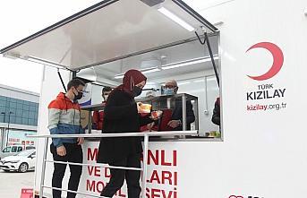 Samsun'da Türk Kızılay ekipleri hastane önünde...