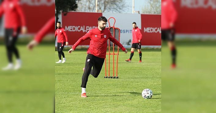 Samsunspor Teknik Direktörü Sağlam, 19 yaş altı takımı oyuncularıyla sahaya çıkan ekiplere tepki gösterdi