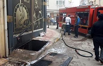 Sinop'ta bir iş yerinde çıkan yangın hasara neden oldu