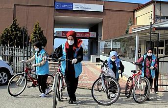 Sinop'ta gönüllü öğrenciler bisikletleriyle evlere iyilik taşıyor