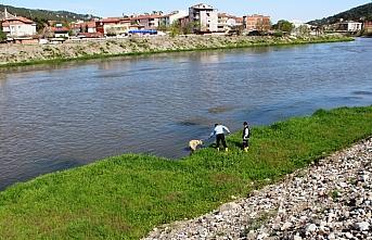 Yeşilırmak Nehri'nde mahsur kalan köpek itfaiye...