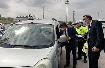 Çorum'da polisten sürücülere Trafik Haftası hediyesi