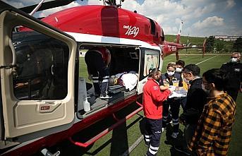 Düzce'de ambulans helikopter, trafik kazasında ağır yaralanan kadın için havalandı