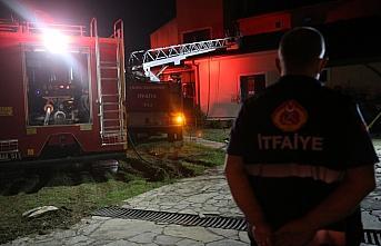 Düzce'de çıkan yangında iki katlı ev kullanılamaz...