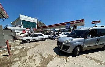Düzce'de polisten kaçan araçta uyuşturucu ele geçirildi: 2 gözaltı
