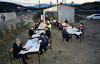Karabük Valisi Gürel, jandarma personeliyle iftar yaptı
