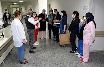 Karabük'te koronavirüsle mücadele eden sağlık çalışanları unutulmadı