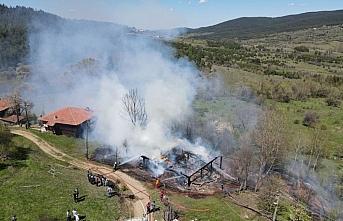 Kastamonu'da evinde yangın çıkan engelli kişi...