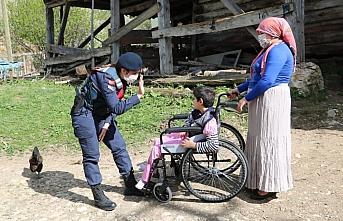 Kastamonu'da jandarma ve polis ekipleri çocuk ve...