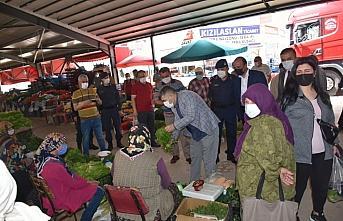Kaymakam Çetin, pazar yerinde denetimde bulunup vatandaşlarla...