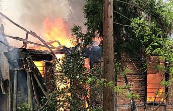 Rize'de ahşap ev yangında zarar gördü