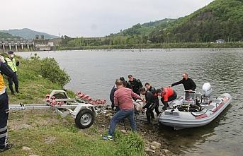 Samsun'da baraj kapağını tamir ederken nehre düşen...