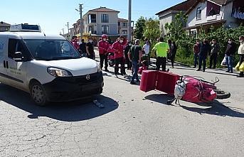 Ticari araçla çarpışan motosikletli kurye ağır yaralandı