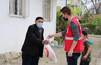 Türk Kızılay Havza Temsilciliği ramazan pidesi dağıttı