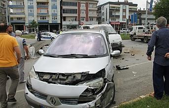 Samsun'da 3 araç birbirine girdi