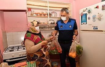 Samsun'da zabıta ekipleri hasta ve yaşlı kadının pazar alışverişini yaptı