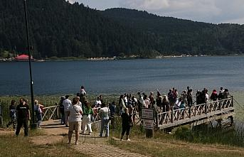 Abant Tabiat Parkı tatilcilerin akınına uğradı